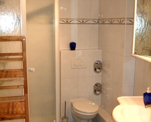 Ferienwohnung Grömitz - Badezimmer mit Dusch und WC